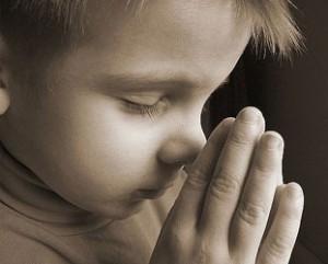 nino-rezando